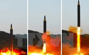Triều Tiên phóng thử tên lửa đạn đạo tầm trung đất đối đất Hwasong-12 ngày 15/5.(Nguồn: YONHAP/ TTXVN)