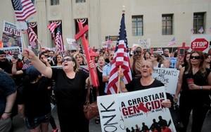 Mỹ tạm dừng việc trục xuất hơn 1.400 công dân Iraq