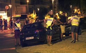 Sau vụ khủng bố Barcelona, 5 kẻ cuốn bom trên người bị bắn hạ
