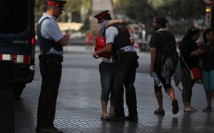 Nghi phạm của vụ khủng bố Barcelona có thể đã lẩn trốn sang Pháp