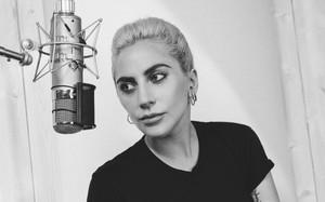 Lady Gaga tiết lộ cuộc chiến chống lại căn bệnh lạ