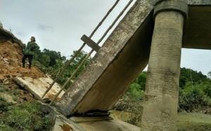 Cây cầu Khe Bượm đã bị gãy sập sau Bão số 11.