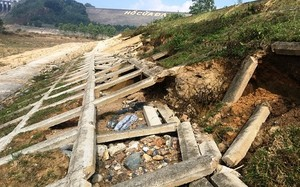 Hồ Cửa Đạt đang sạt lở nghiêm trọng