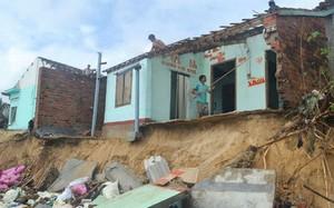 Hàng chục ngôi nhà ở thôn Long Thủy bị triều cường đánh sập
