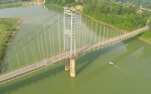 Cầu treo Dùng nơi hai học sinh gieo mình xuống dòng sông Lam tự vẫn (ảnh minh họa).