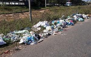 Bình Thuận rác thải tràn lan trên đường không được thu gom