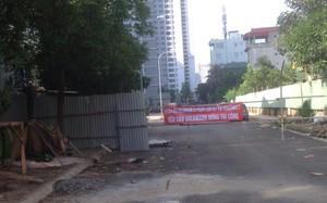 Cư dân Vinaconex 7 căng băng rôn phản đối dự án thi công làm khớp nối cống nối giữa 2 dự án