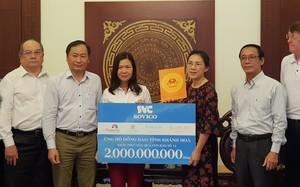 Lãnh đạo Các công ty thành viên Sovico Holdings trao kinh phí ủng hộ