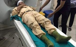 Trung úy Nguyễn Mạnh Tuấn được kiểm tra sức khỏe sau vụ va chạm