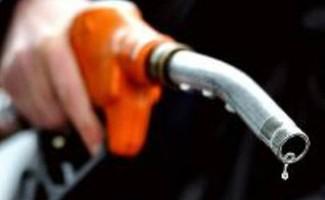Tuy là quốc gia xuất khẩu dầu thô nhưng Việt Nam vẫn phải nhập xăng dầu thành phẩm từ các nước về tiêu thụ (ảnh minh họa)