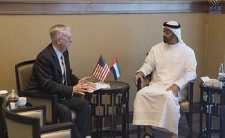 Phó Tư lệnh tối cao Lực lượng vũ trang UAE, Sheikh Mohamed Bin Zayed Al-Nahyan và Bộ trưởng Quốc phòng Mỹ James Mattis. (Nguồn: wam.ae)