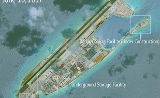 Các công trình của Trung Quốc xây dựng trái phép trên Đảo Chữ Thập. Ảnh: Reuters