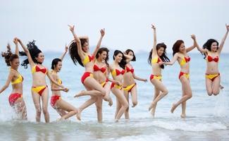 Bikini Vietjet đốt cháy bãi biển Đà Nẵng