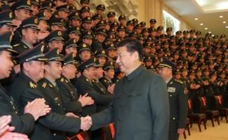 Ông Tập bắt tay các sĩ quan cấp cao quân đội Trung Quốc. Ảnh:Xinhua.