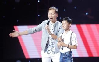 Cậu bé dân ca đi cạo mủ cao su gây tranh cãi tại The Voice Kids