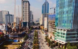 Các tòa cao ốc trên đường Lê Văn Lương, Hà Nội. Ảnh: Hồng Vĩnh.