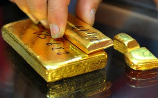 Giá vàng ngày 19/8: Lập đỉnh cao rồi tụt sâu, vàng mất giá