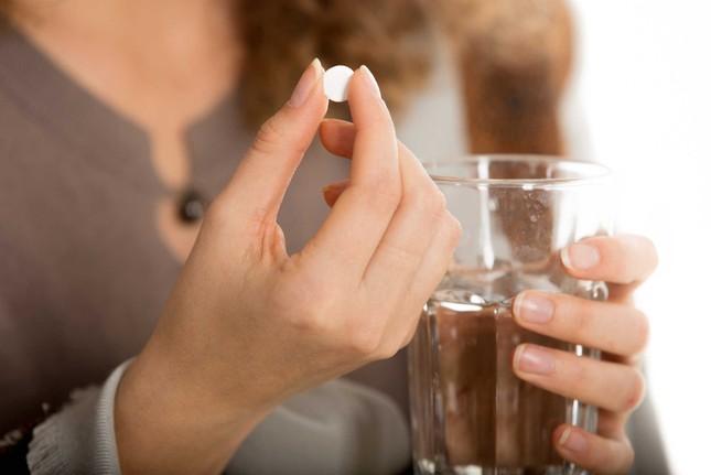 Uống thuốc nhất thiết phải dùng nước lọc