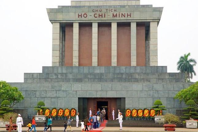 Hơn 18.000 lượt khách thăm Lăng Bác dịp Tết Mậu Tuất