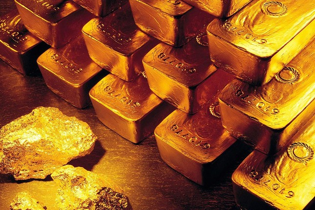Giá vàng ngày 17/10: Vàng lăn bánh tăng mạnh
