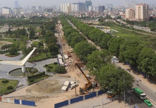 Hà Nội: Chặt hạ hơn 1.000 cây cổ thụ trên đường Phạm Văn Đồng