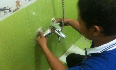 Đóng giả thợ sửa ống nước trộm hàng trăm triệu đồng
