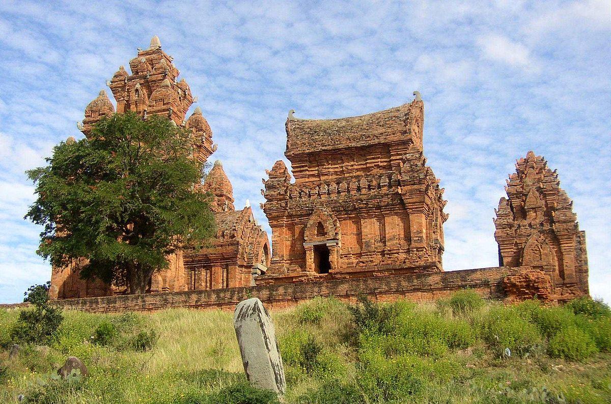 http://image.ngaynay.vn/Uploaded/duchanh/1200px_Po_Klong_Garai_DFGM.jpg