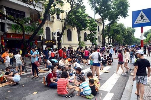 Bí thư Hà Nội: Không giãn dân thì vỉa hè để đi bộ vẫn chỉ là nói chơi - ảnh 3