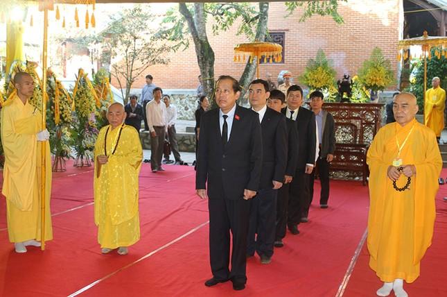 Phó Thủ tướng Trương Hòa Bình viếng Hòa thượng Thích Chơn Thiện - ảnh 1