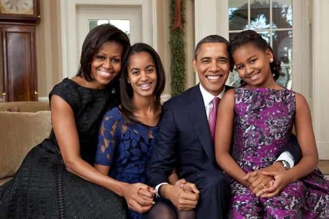 Ông Obama đã nói gì với hai con gái sau khi ông Trump đắc cử? - ảnh 1