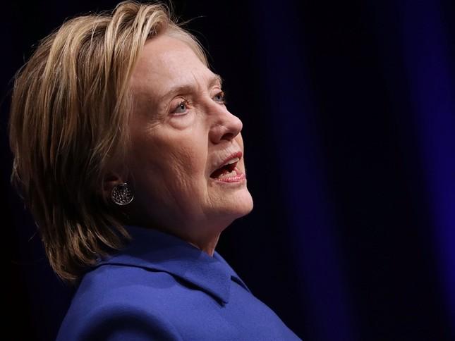 Hillary Clinton: 'Có những lúc tôi chỉ muốn cuộn mình và đọc sách…' - ảnh 2