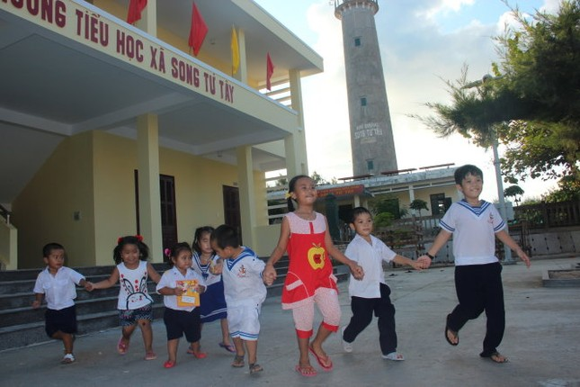 Mong ước của thầy cô dạy học trên đảo dịp 20/11 - ảnh 1
