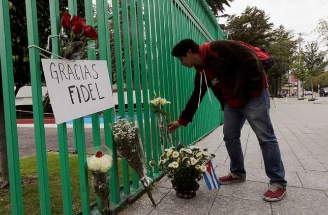 Người dân thế giới tiếc thương lãnh tụ cách mạng Fidel Castro - ảnh 3
