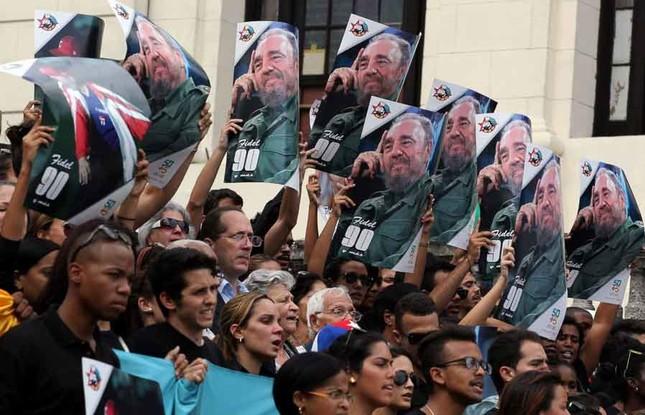 Người dân thế giới tiếc thương lãnh tụ cách mạng Fidel Castro - ảnh 4