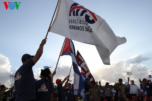 Người dân Cuba truy điệu lãnh tụ Fidel Castro tại nơi an táng - ảnh 5