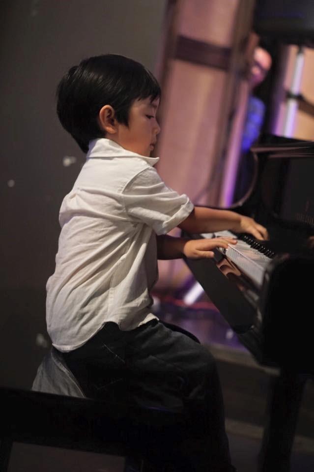 'Thần đồng piano' 5 tuổi Evan Le lần đầu về nước biểu diễn - ảnh 1