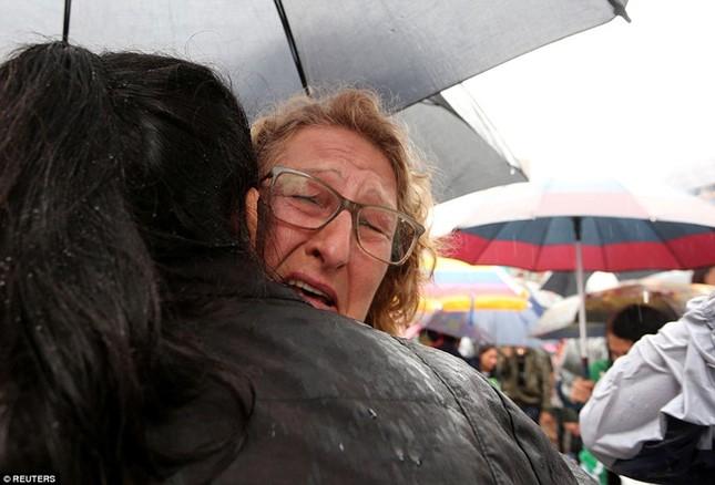 Mưa và nước mắt tuôn rơi trong tang lễ các cầu thủ Brazil tử nạn - ảnh 3