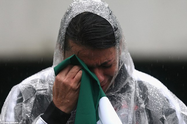 Mưa và nước mắt tuôn rơi trong tang lễ các cầu thủ Brazil tử nạn - ảnh 7