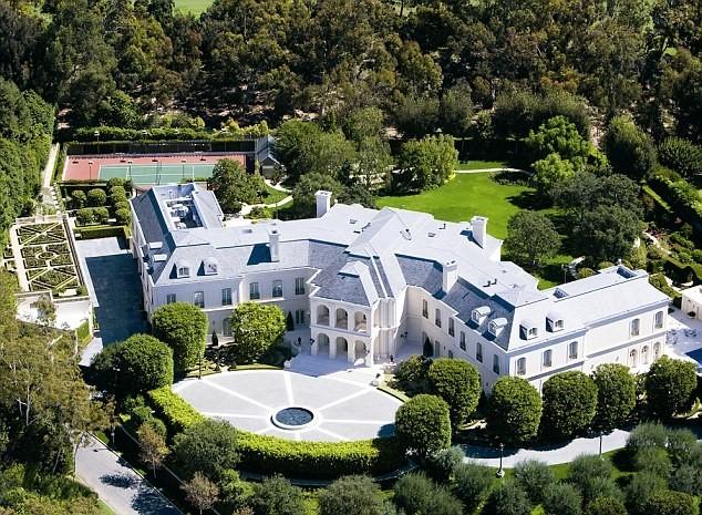 Vợ chồng David Beckham mua 'siêu biệt thự' 200 triệu USD - ảnh 1