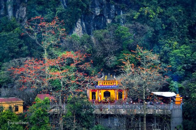 Từ năm 2017, giá vé thăm quan chùa Hương tăng 54%  - ảnh 1