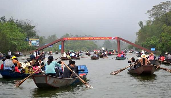Từ năm 2017, giá vé thăm quan chùa Hương tăng 54%  - ảnh 2