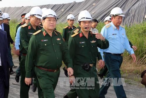 Kiểm tra công tác xử lý chất độc dioxin tại sân bay Đà Nẵng  - ảnh 1