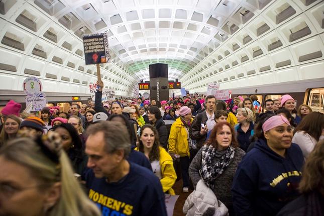 Hàng trăm nghìn người tham gia đại biểu tình phản đối Trump - ảnh 10