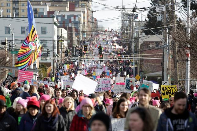Hàng trăm nghìn người tham gia đại biểu tình phản đối Trump - ảnh 12