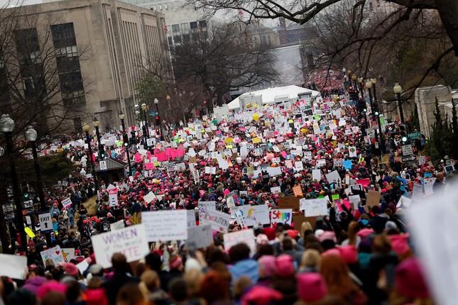 Hàng trăm nghìn người tham gia đại biểu tình phản đối Trump - ảnh 2