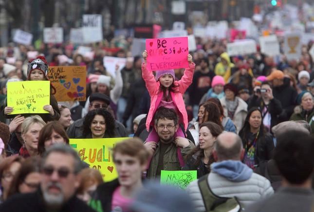 Hàng trăm nghìn người tham gia đại biểu tình phản đối Trump - ảnh 8