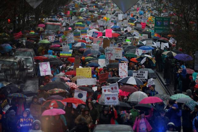 Hàng trăm nghìn người tham gia đại biểu tình phản đối Trump - ảnh 9