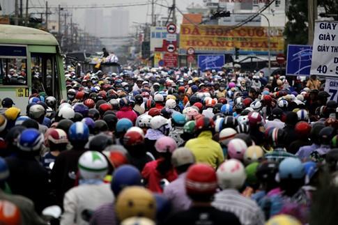 Cận Tết, kẹt xe khủng khiếp hơn 7 km ở cửa ngõ Sài Gòn - ảnh 2