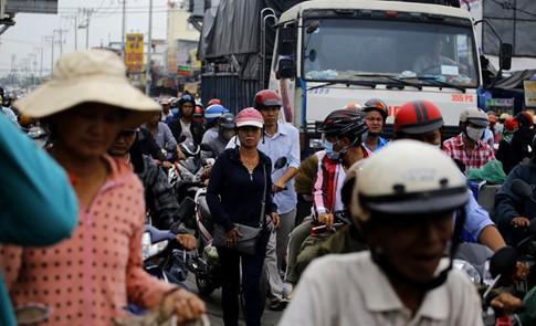 Cận Tết, kẹt xe khủng khiếp hơn 7 km ở cửa ngõ Sài Gòn - ảnh 4