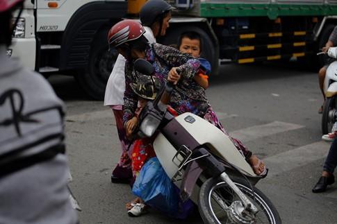 Cận Tết, kẹt xe khủng khiếp hơn 7 km ở cửa ngõ Sài Gòn - ảnh 5